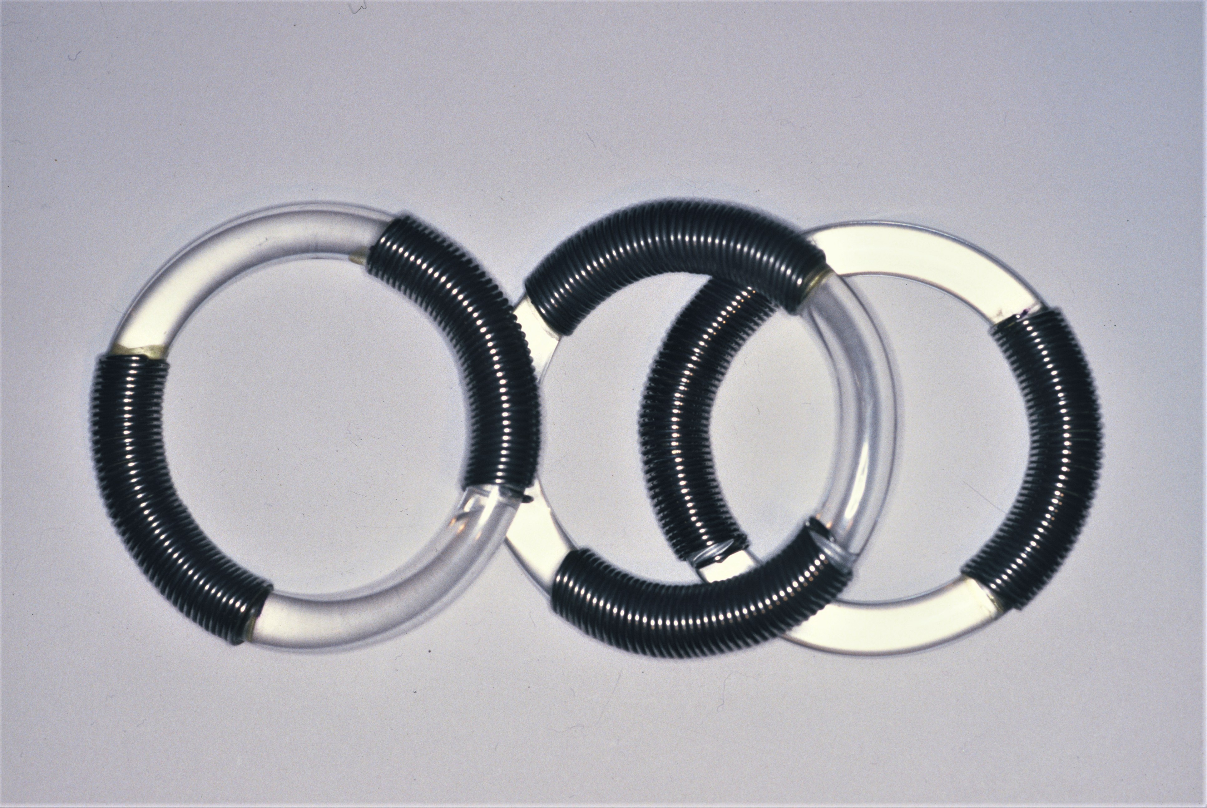 Lous Martin, armbanden Serie Sieraad, 1973, roestvrij staal, acrylaat