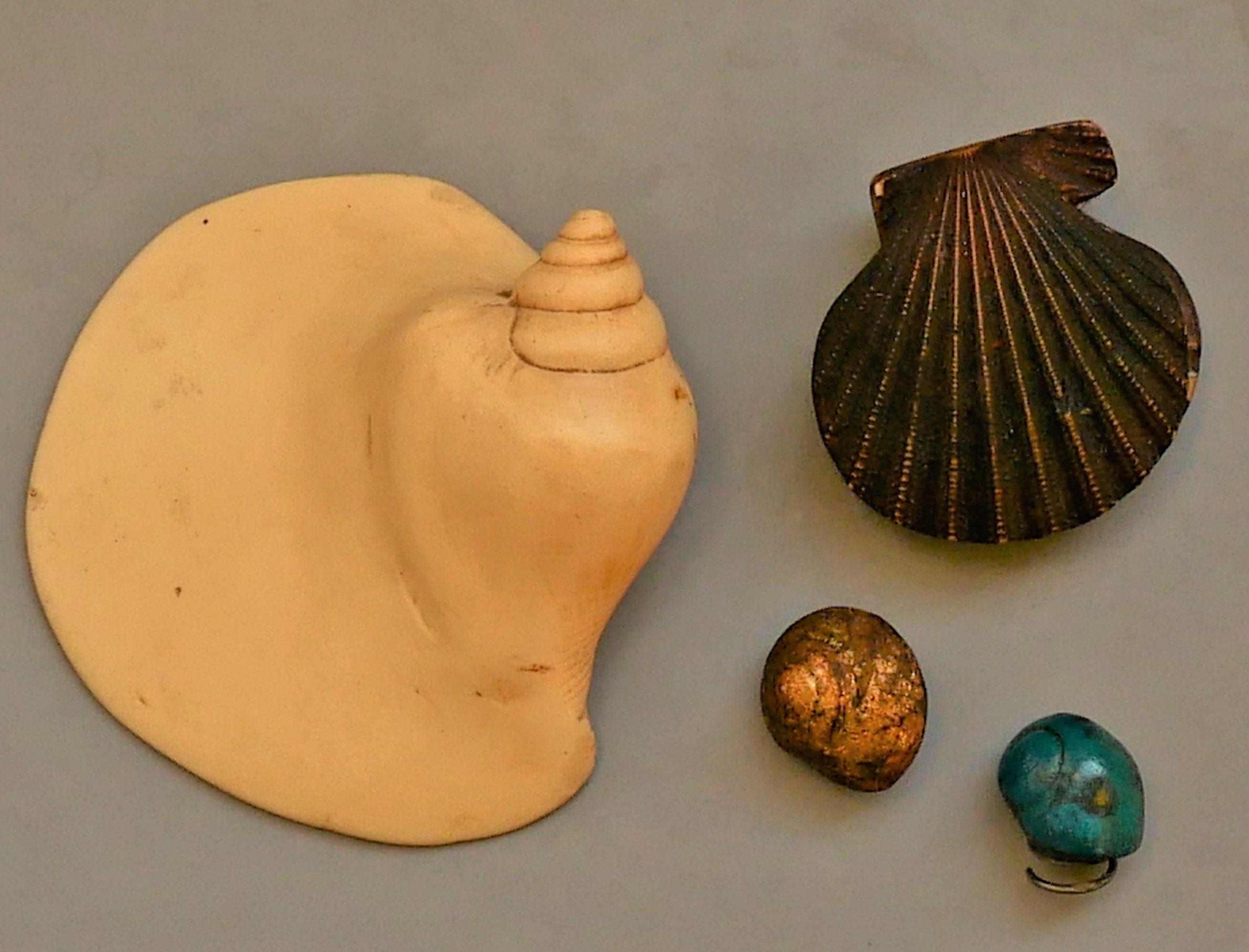 Marion Herbst, Schelpbroches, broches, 2003, giethars