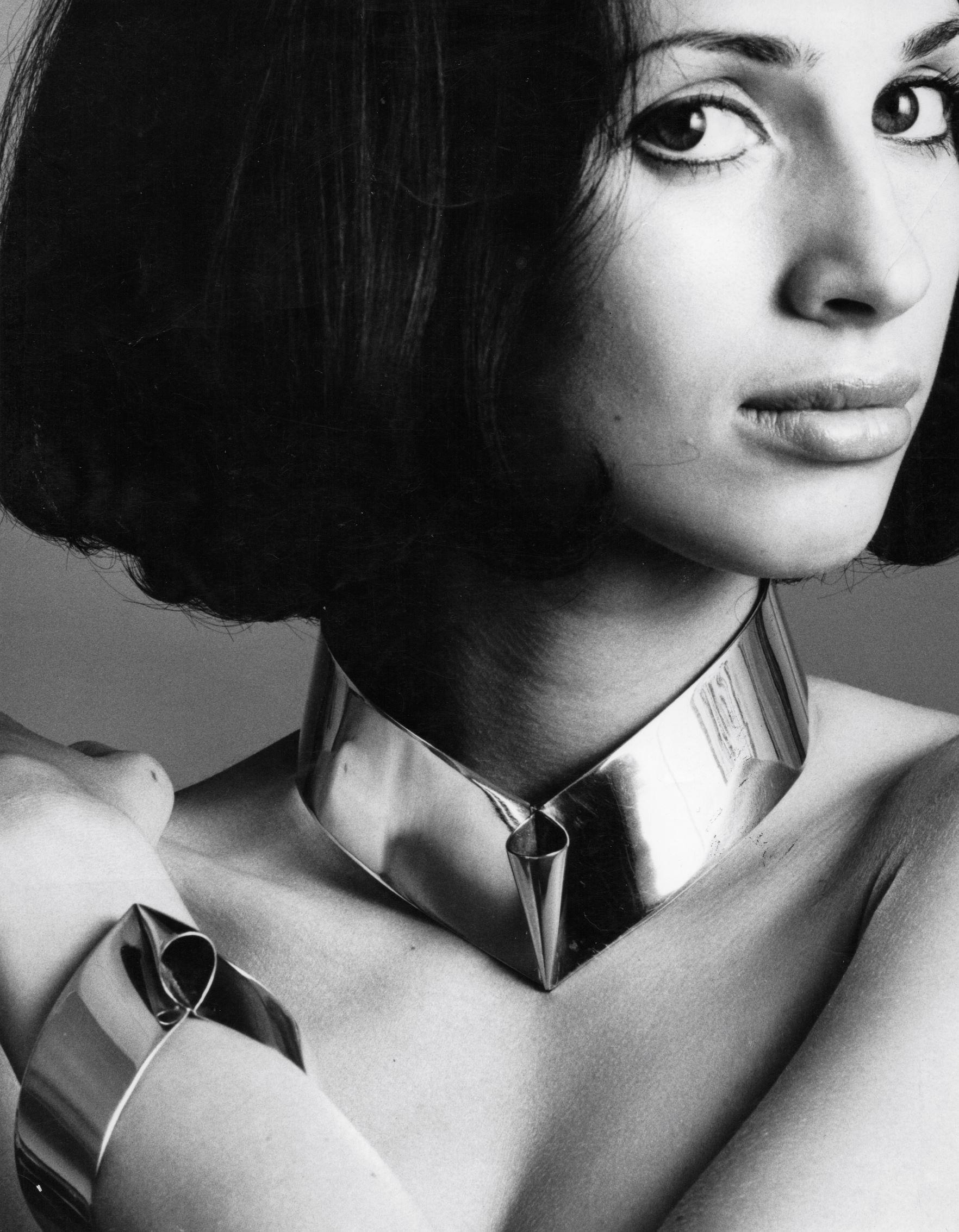 Lous Martin, Kegel, halssieraad en armband, 1969. Foto Gijsbert Hanekroot, zilver