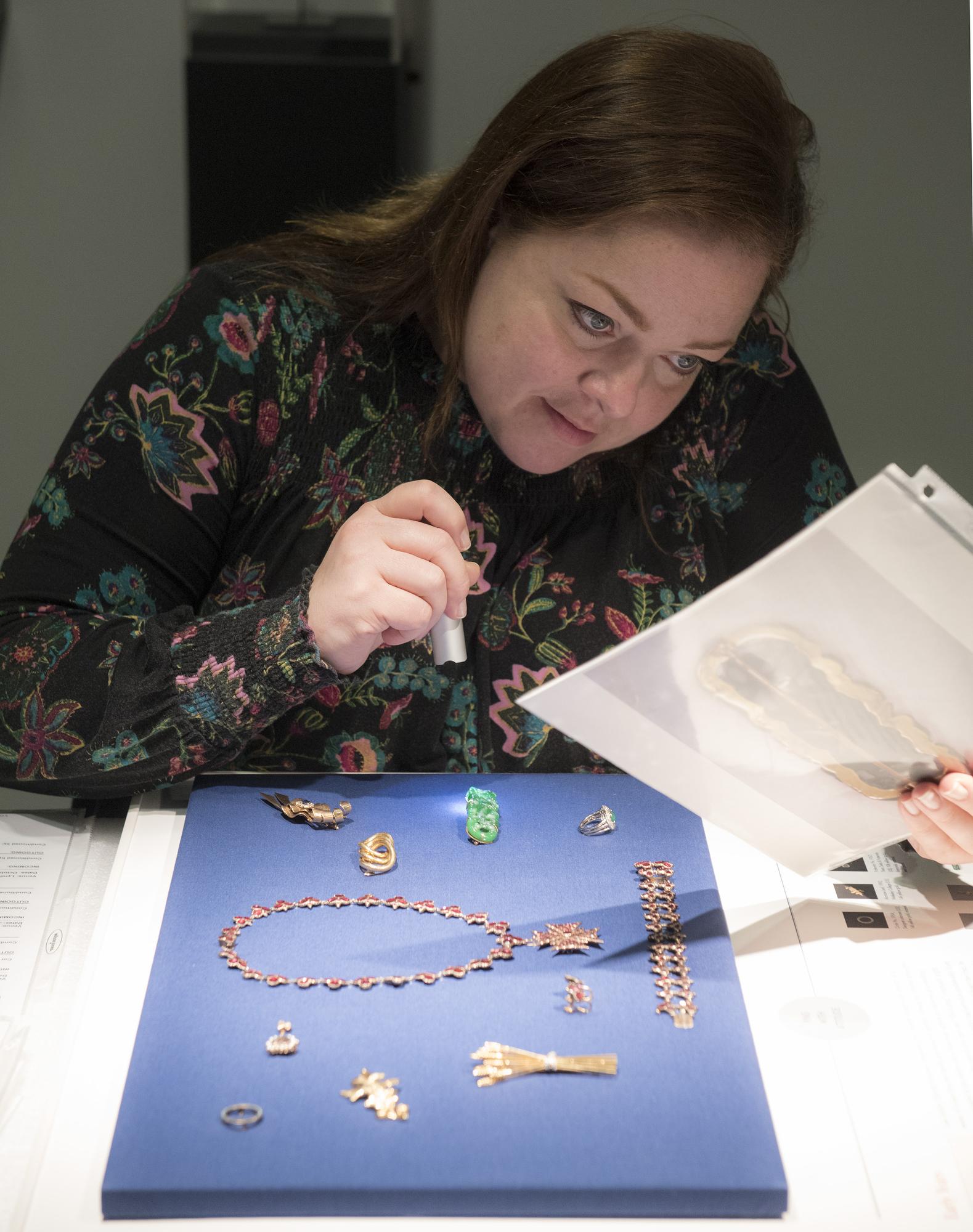 Read my Pins in voorbereiding, LBJ Library, 2017. Foto Jay Godwin, tentoonstelling