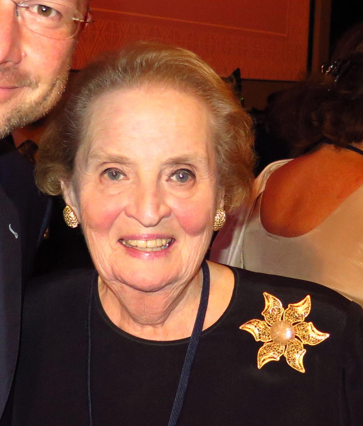 Madeleine Albright draagt broche, 21 september 2014, portret