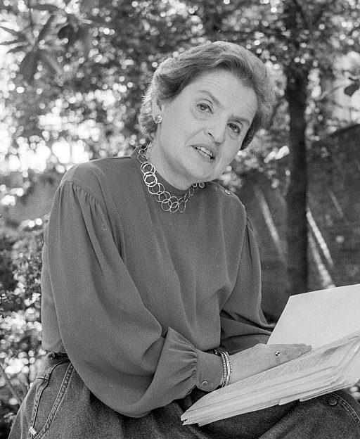 Madeleine Albright, 1988. Foto Michael Geissinger, portret, halssieraad, armbanden
