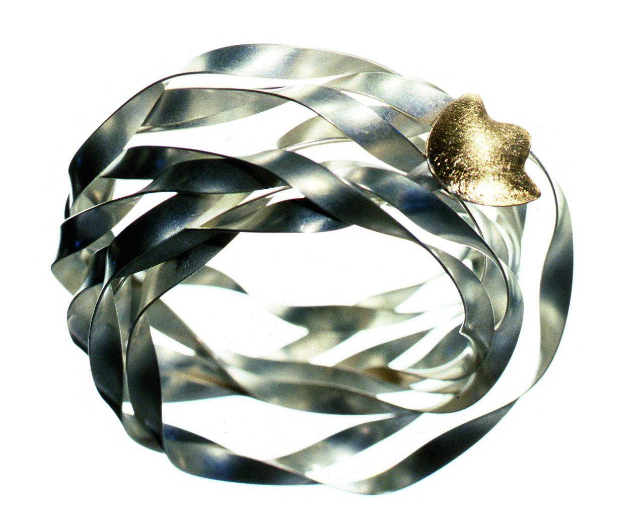 Margareth Sandström, armband, 1988, zilver, goud