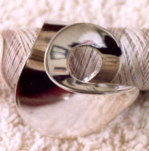Joke Gallmann, ring, 1964. Particuliere verzameling, zilver