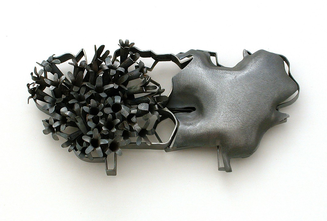 Sondra Sherman, Rorschach Corsage: Valeriana, broche, 2014, staal