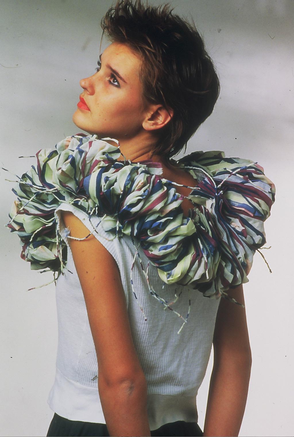 Lam de Wolf, halssieraad, 1983, textiel
