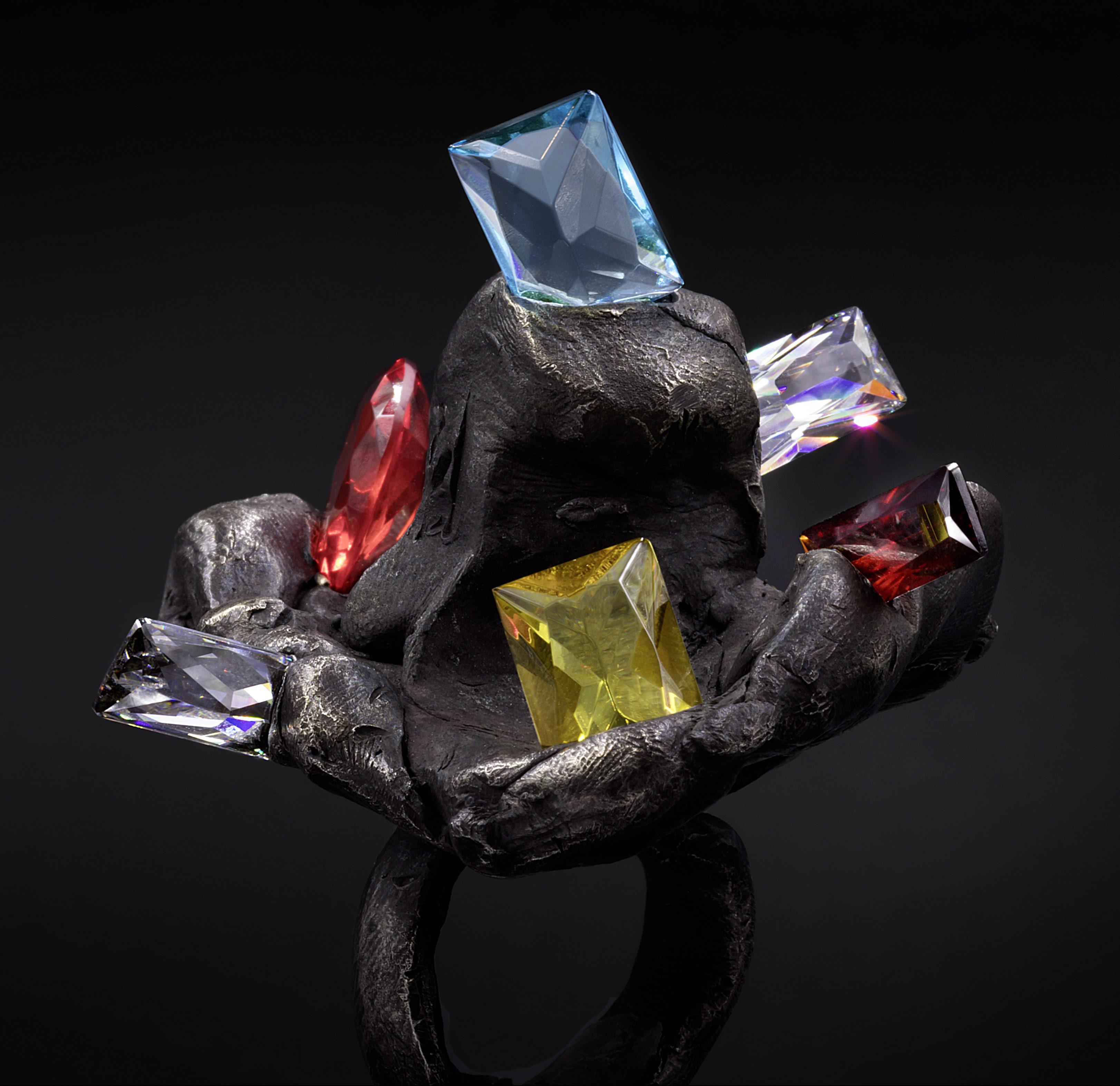 Karl Fritsch, ring, 2020. Foto Erich Spahn, zilver, zirkonia, kunstglas