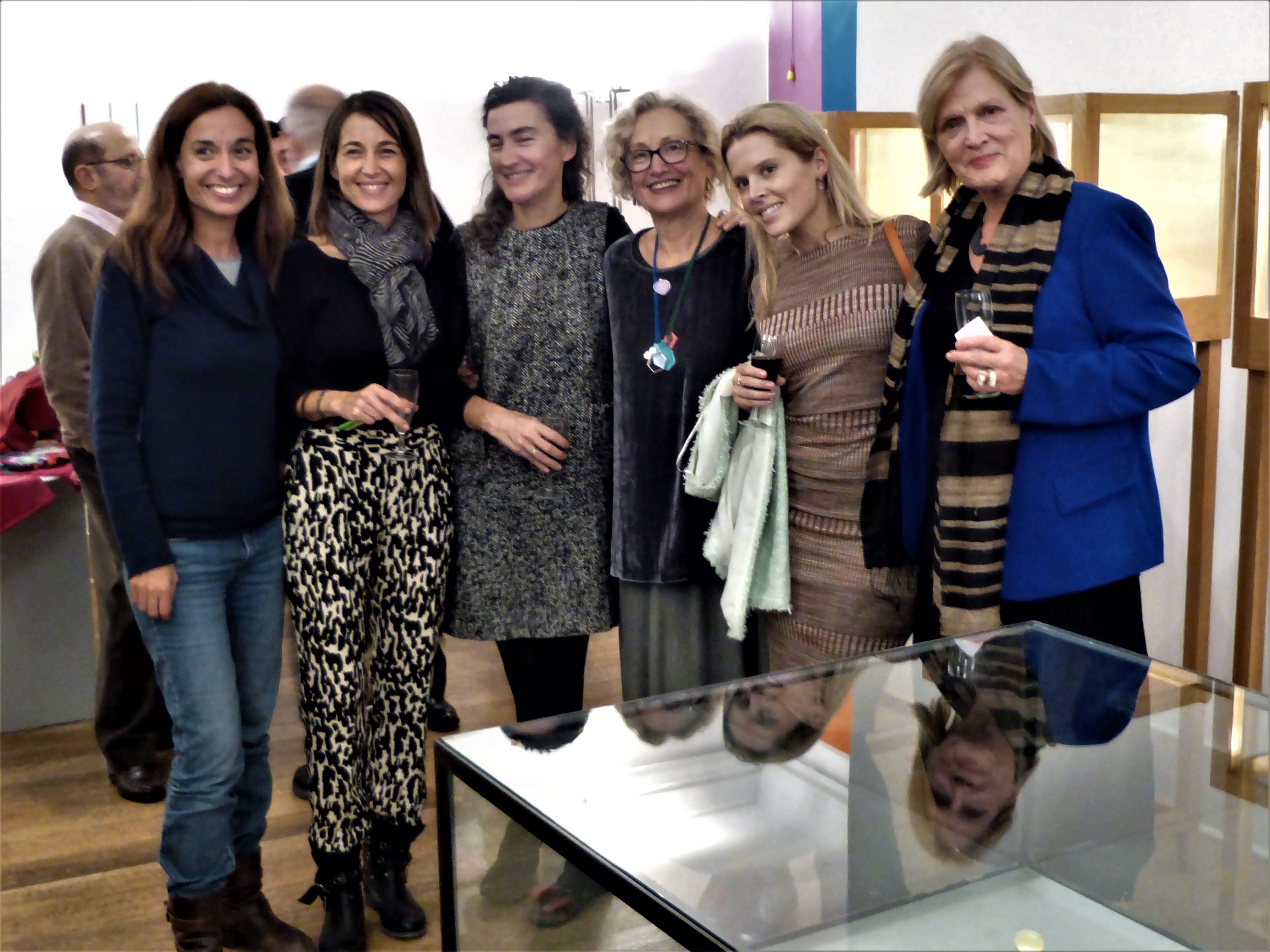 Opening in Galeria Reverso, Lissabon, geheel rechts Suzanne Esser, derde van rechts Paula Crespo, portret