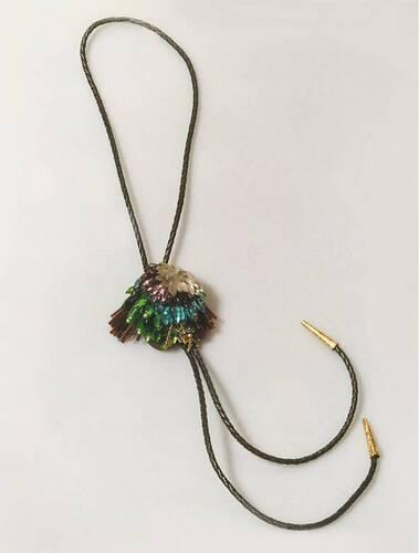 Rhonda Zwillinger, halssieraad, 1989. Collectie Design Museum Den Bosch, S1989.093, , glas, kunststof, lijm, metaal, gevlochten koord