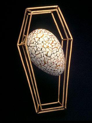 Filomeno Pereira de Sousa, broche, 1995, goud, Japanse lak