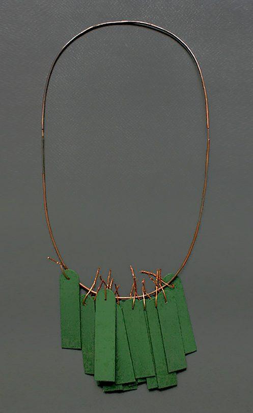 Pedro Sequiera, halssieraad, 2018, koper, hout, acrylverf