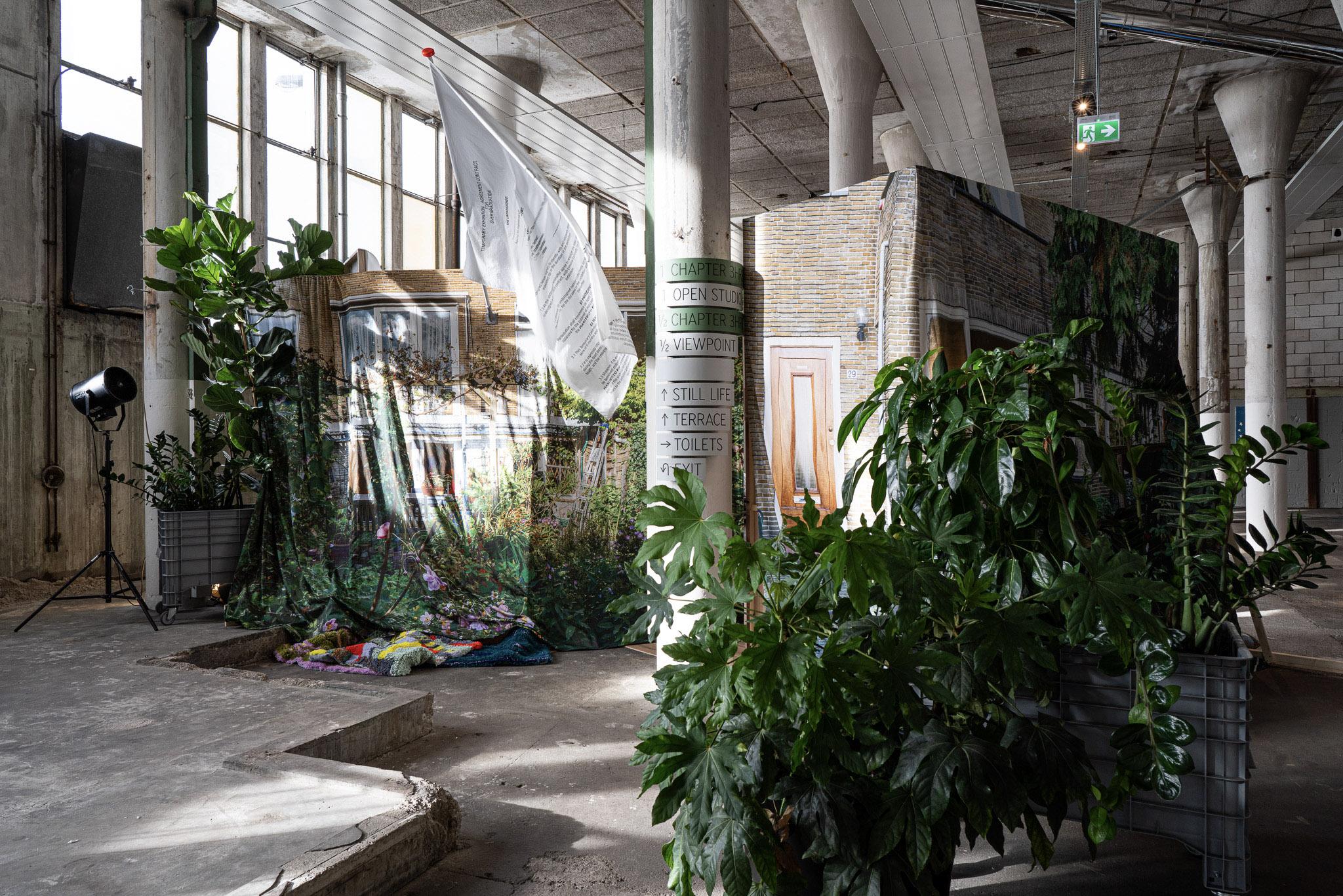 Challenging Jewellery, Garden, Het HEM, Zaandam, 2020. Foto Ayako Nishibori, tentoonstelling