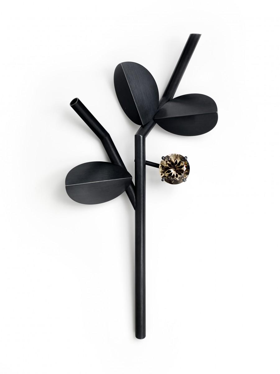 Claude Schmitz, Black Branch with Fruit, broche, 2014, metaal, steen