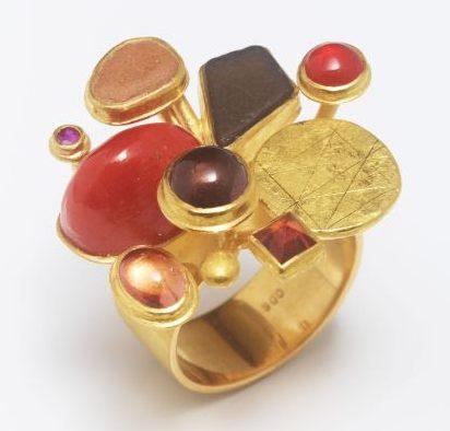 Rike Bartels, Blumenstrauss, ring, goud, koraal, steen