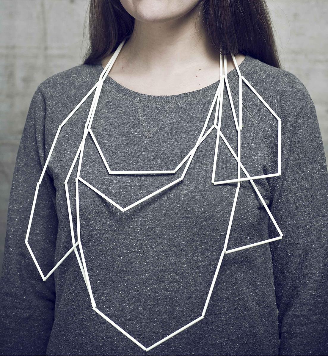 Luzia Vogt, Kristallin, halssieraad, 2011, kunststof