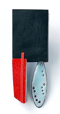 Danni Schwaag, Bruder Jakop, broche, 2010, ebbenhout, email, koper, koord, keramiek, goud, tegel