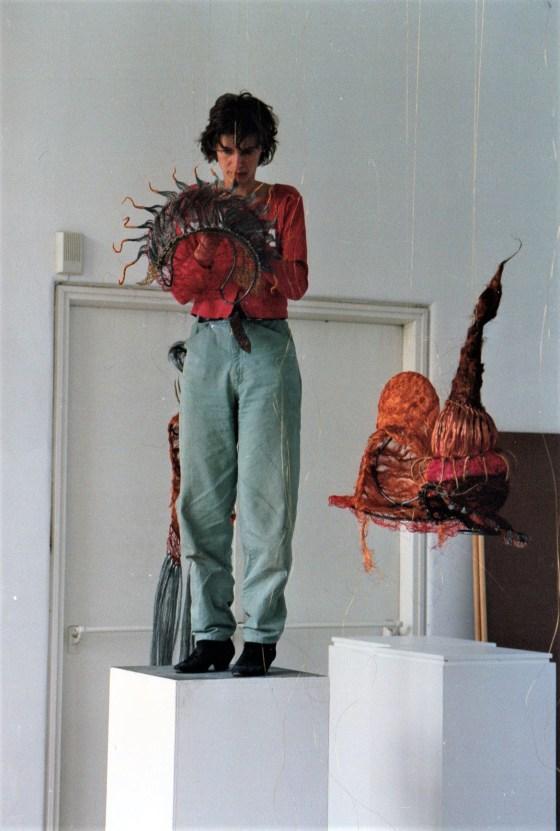 Inrichting View Review, Stedelijk Museum, 1991. Loet Gescher. Foto Lous Martin