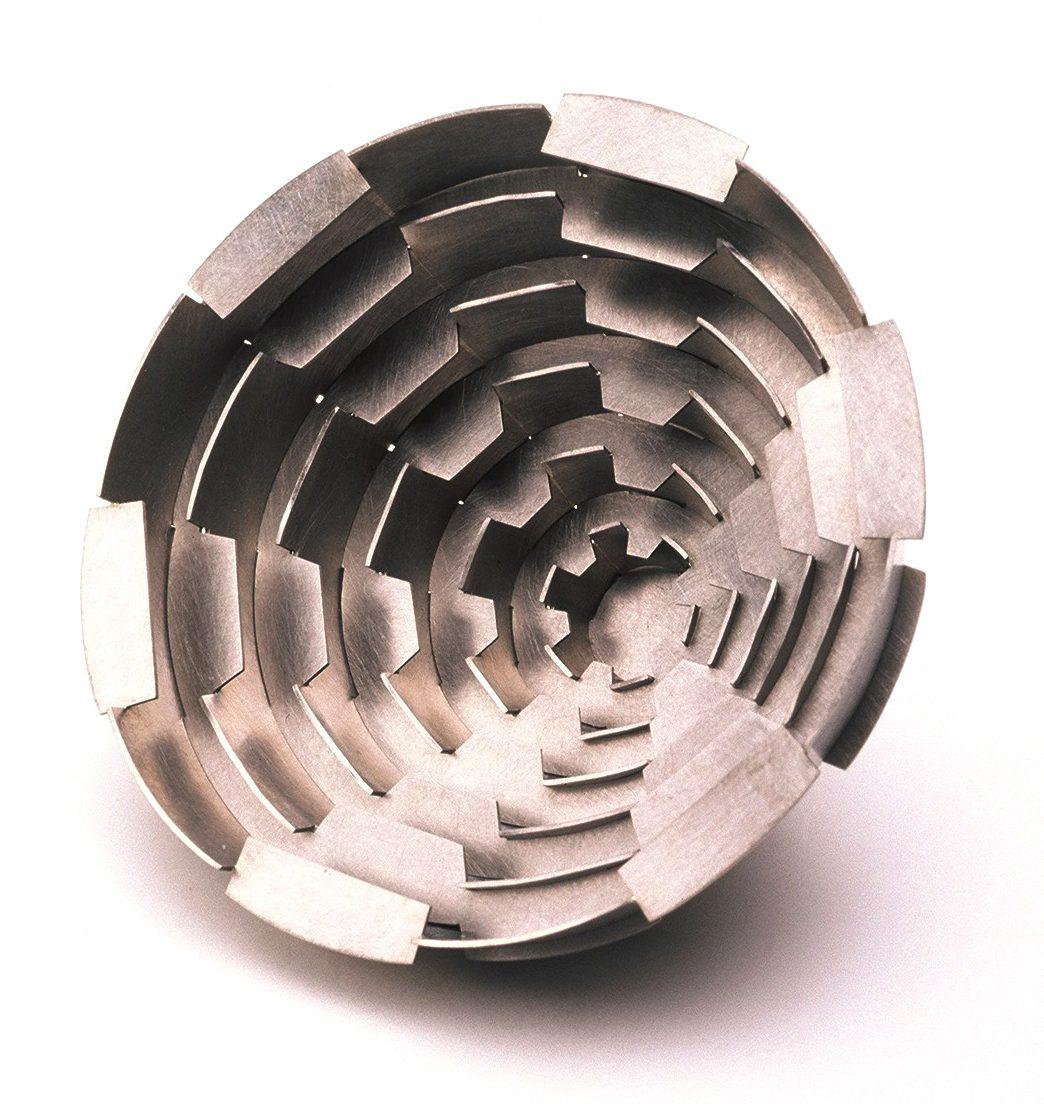 Simon Cottrell, Cone no. 3, broche, 2003, Monel 400, roestvrij staal