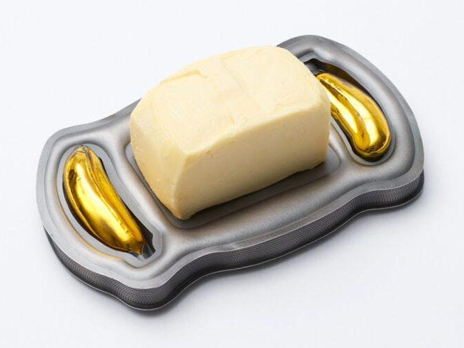 Helen Britton, Banana Butter Dish, broche, 2018, zilver, glas