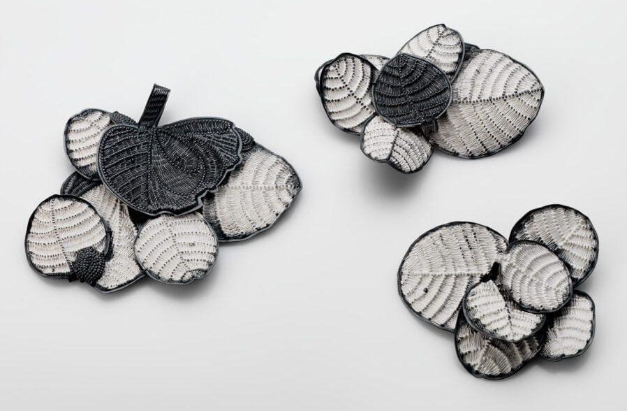Doris Betz, Caper Flower Brooches, broches, 2019, gezwart zilver, verf, was