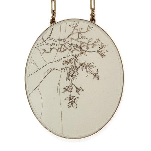 Melanie Bilenker, Dogwood, halssieraad, 2017, menselijk haar, papier, goud, zilver, kristal