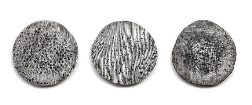 Emma Fielden, Drawing Brooches, broches, 2013, zilver, goud, was