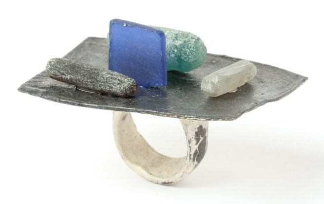 Karl Fritsch, Ring #489, ring, 2018, zilver, obsidiaan, synthetische saffier, cubic zirconia, glas