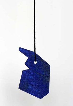 Warwick Freeman, Blue Face (Miki), halssieraad, 2011, lapis lazuli, koord