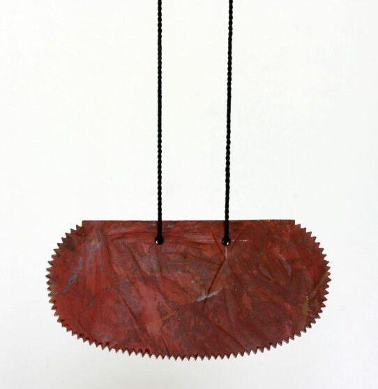 Warwick Freeman, Cutter, halssieraad, 2010, jaspis, koord