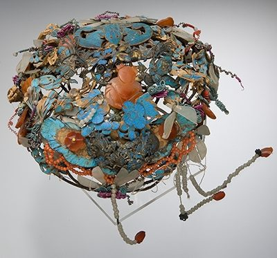 Sieraad, China, Qing Dynastie. Collectie World Jewellery Museum, zilver, veren, koraal, jade, carneool