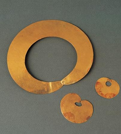 Sieraden, Colombia, 600-1299. Collectie World Jewellery Museum, goud