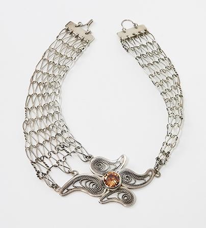 Marilene Morency, halssieraad, 2006. Collectie World Jewellery Museum, zilver, zirkonia