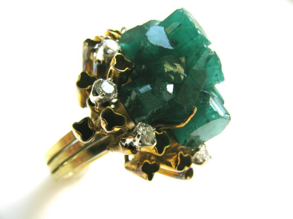Ring, circa 1960. Foto Kimberly Klosterman, goud, synthetische smaragd, diamant