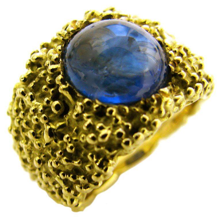 Ring, circa 1970. Foto Kimberly Klosterman, goud, saffier