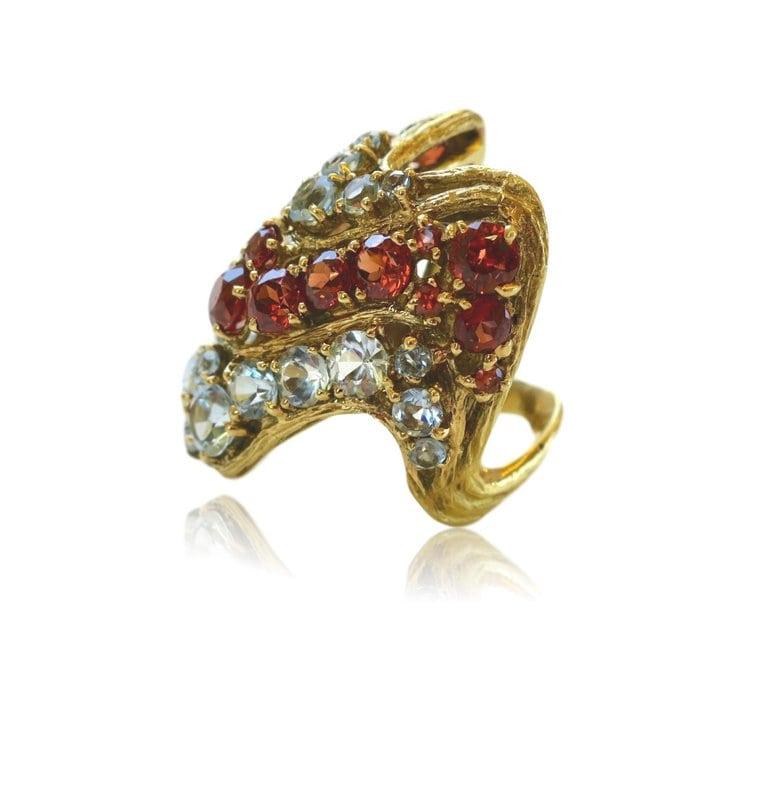 H. Stern, ring, 1970-1979. Foto Kimberly Klosterman, granaat, goud, aquamarijn