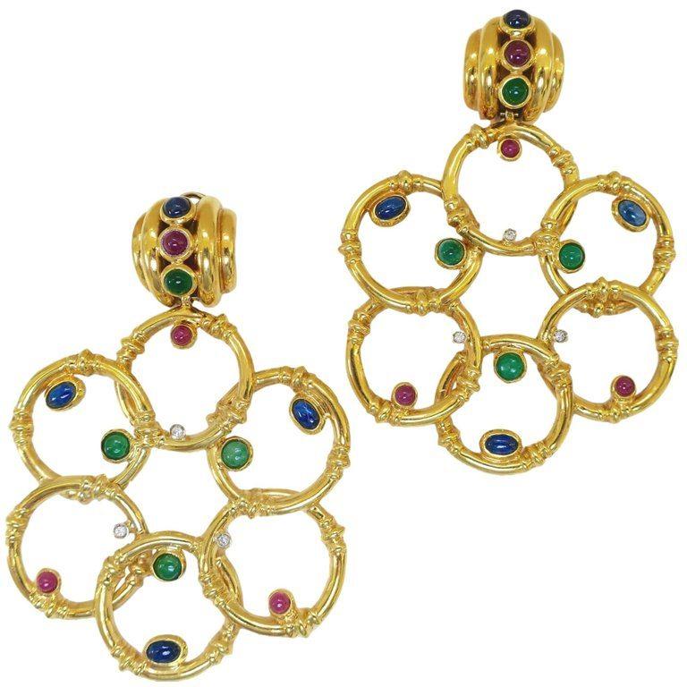 Oorsieraden, 1975-1985. Foto Kimberly Klosterman, goud, robijn, smaragd, saffier, diamant
