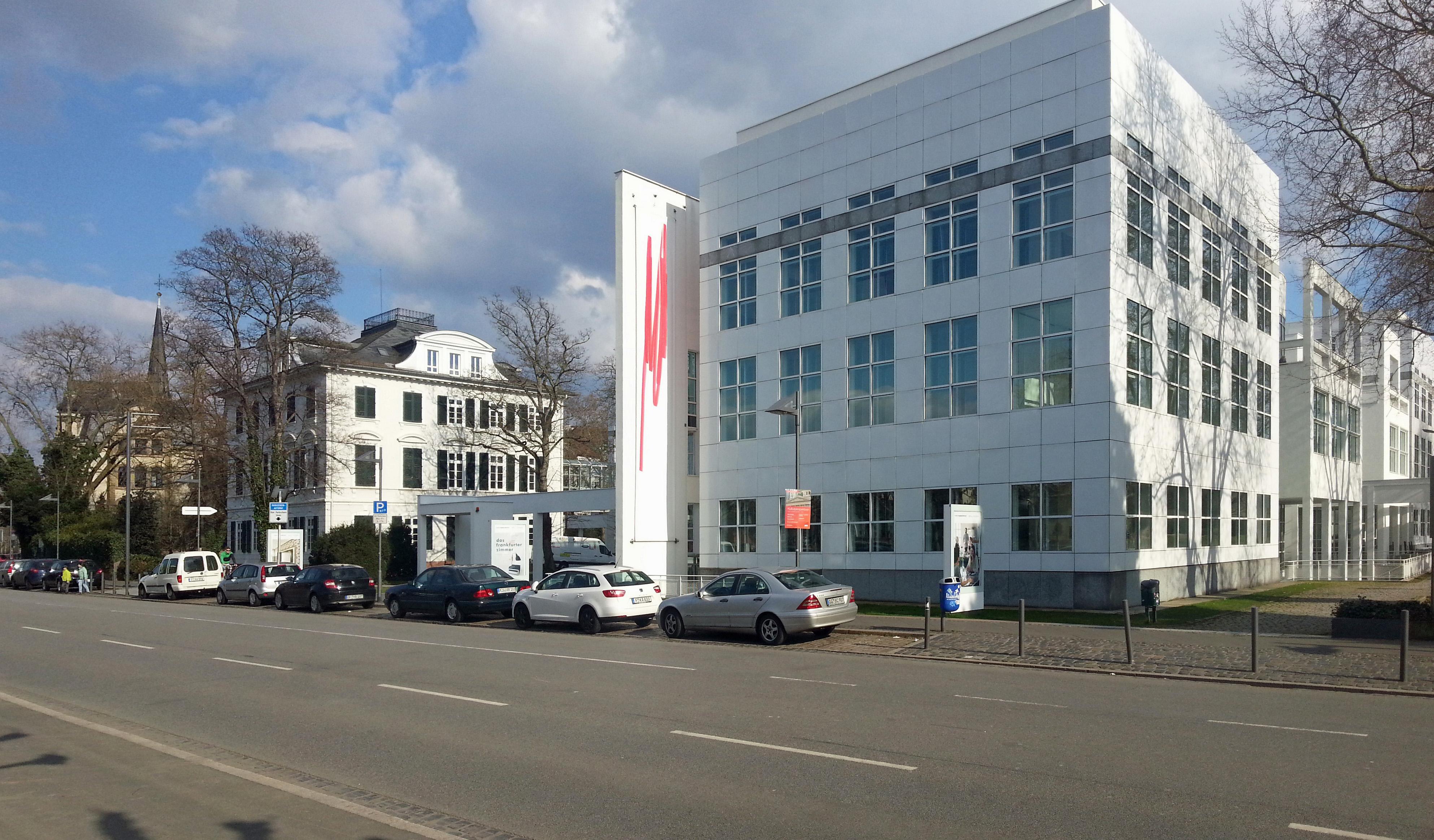 Villa Metzler en Museum Angewandte Kunst, 6 april 2015. Foto Simsalabimbam, gevel, exterieur