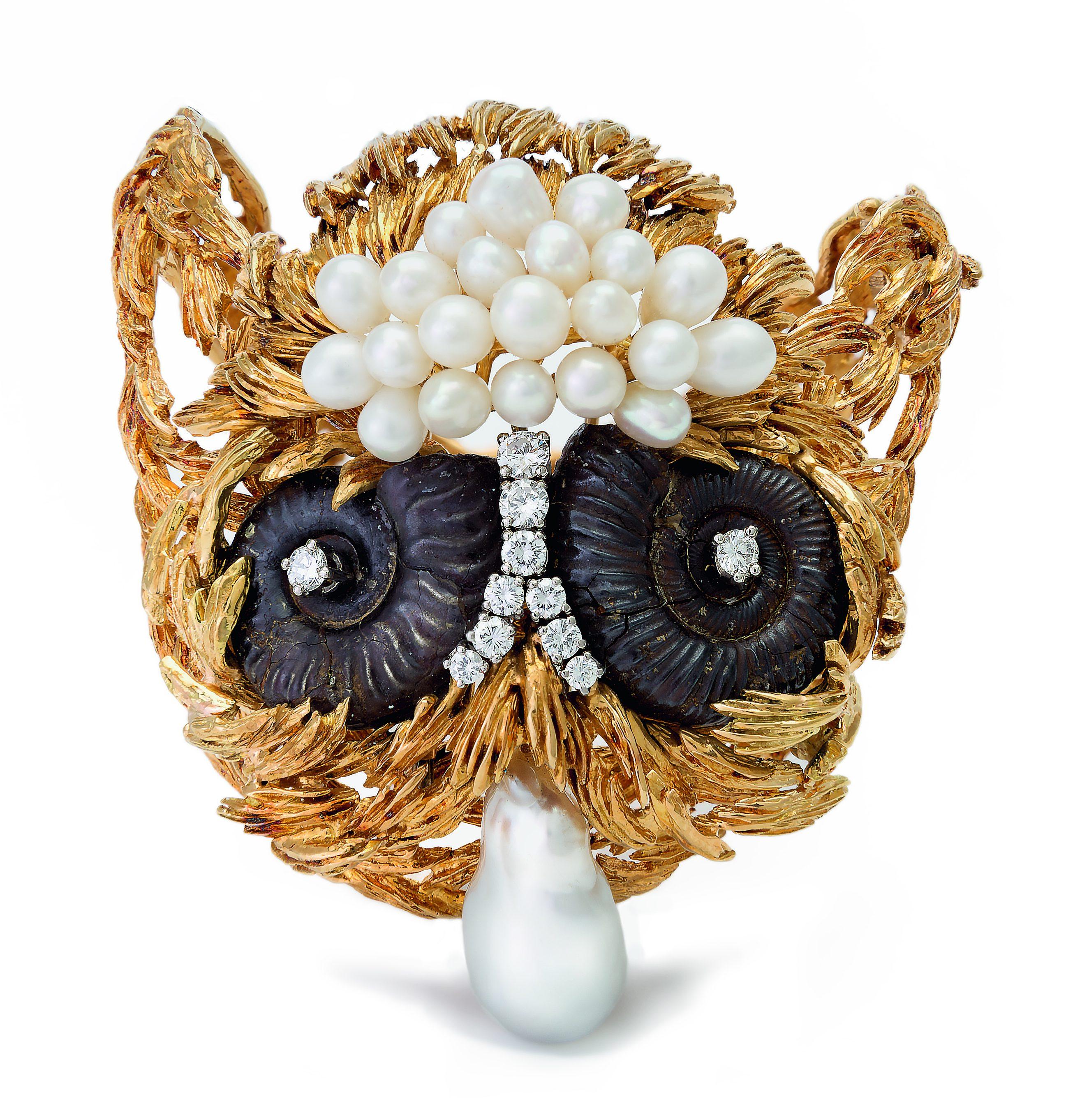 Gilbert Albert, armband/broche, 1960-1969. Collectie Kimberly Klosterman. Foto Kimberly Klosterman, goud, parel, fossiel, ammoniet, diamant