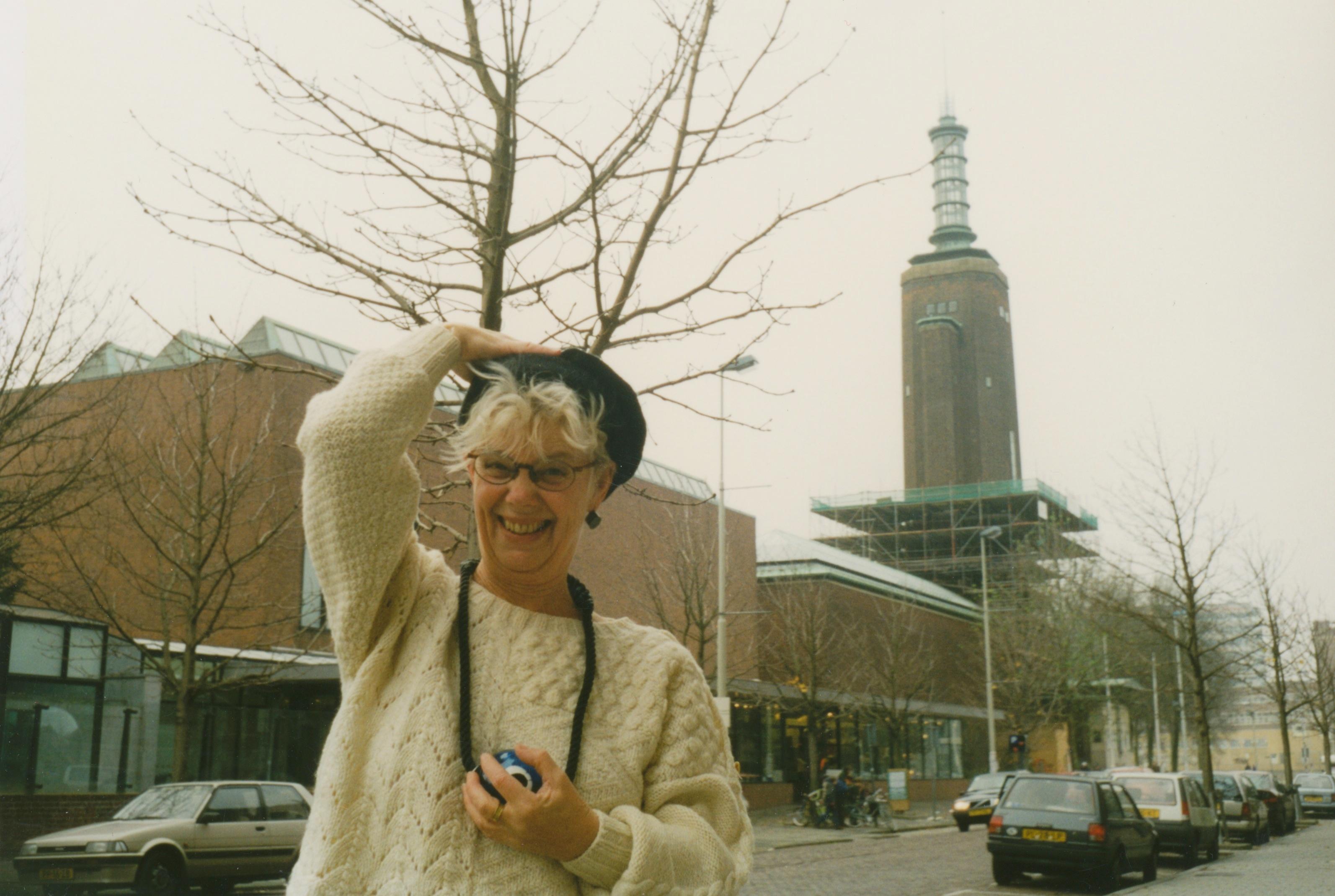 Claartje Keur, Zelfportret met halssieraad van Maria Roosen, Rotterdam, Museum Boijmans van Beuningen, 6 december 1997. Foto Claartje Keur