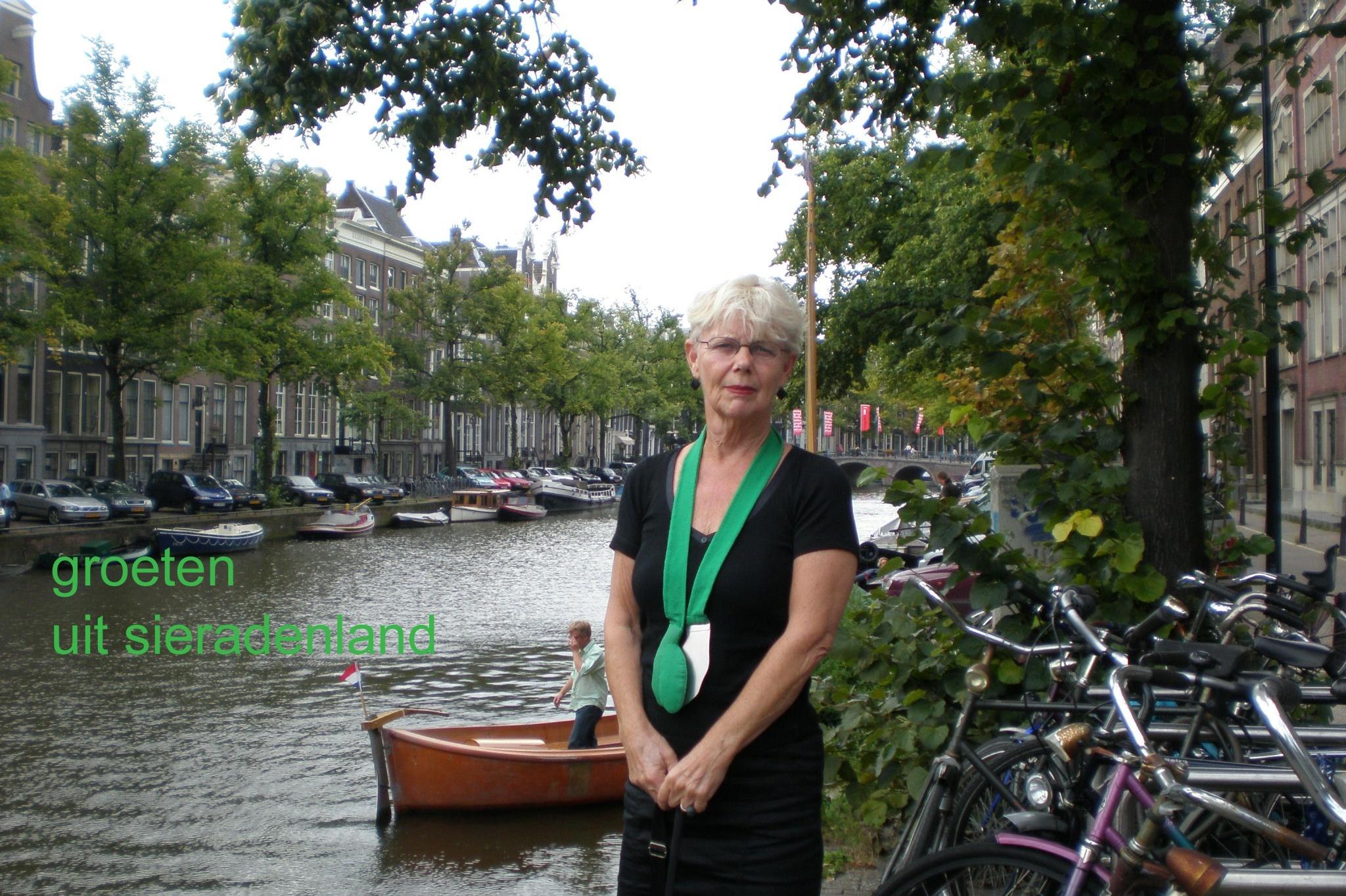 Claartje Keur, Zelfportret met halssieraad van Ineke Heerkens, Amsterdam, 17 augustus 2008. Foto Claartje Keur