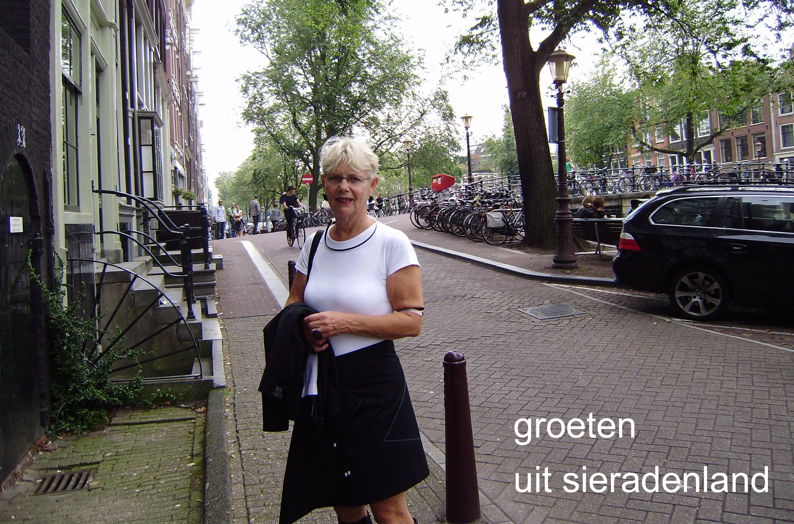 Claartje Keur, Zelfportret met halssieraad van Emmy van Leersum, Amsterdam, 19 september 2009. Foto Claartje Keur