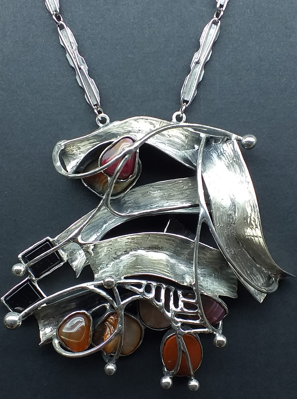 Alberto Gordillo, halssieraad, zilver, jaspis, agaat, onyx