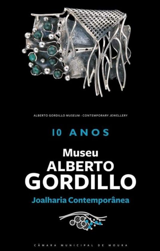 Poster voor het tienjarig jubileum van Museu Alberto Gordillo, broche, 1980-1989, zilver, malachiet