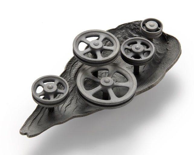 Evert Nijland, Da Vinci, broche, 2021. Foto Galerie Rob Koudijs, zilver