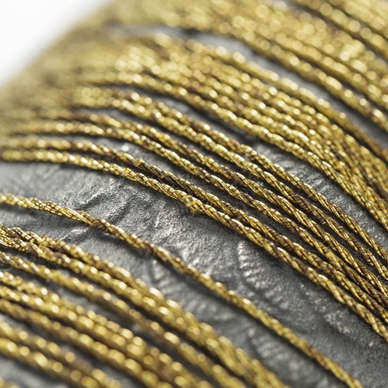 Evert Nijland, Aureola, halssieraad, 2021, detail. Foto Galerie Rob Koudijs, zilver, antiek gouddraad