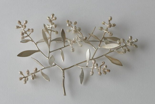 Marian Hosking, Crest, broche, 2013, zilver