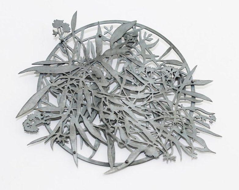 Marian Hosking, River Redgum Brooch, broche, 2013, gezwart zilver