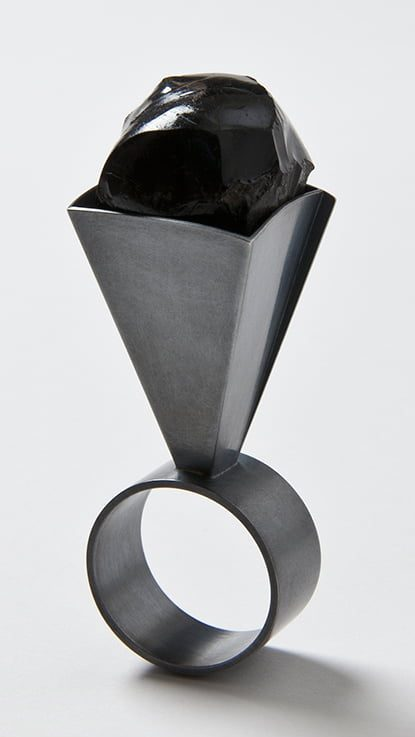 Thérèse Hilbert, ring, 2016, zilver, obsidiaan