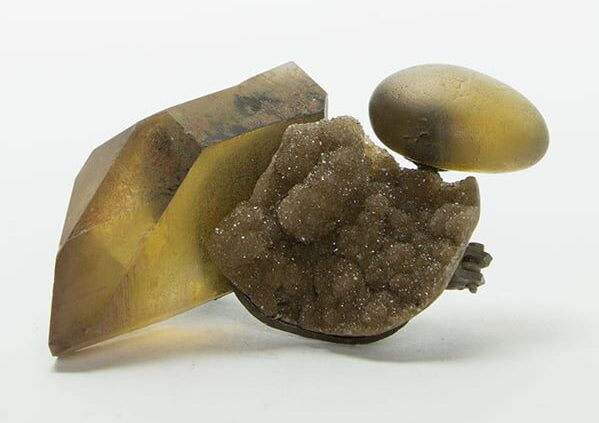 Sally Marsland, broche, 2016, citrien, kwarts, zilver, lijm