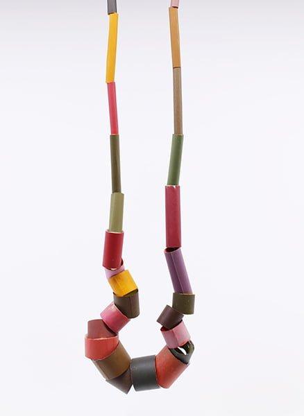 Sally Marsland, halssieraad, 2013, kunsthars, pigment